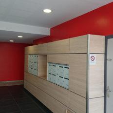 DISS-platrerie-peinture-entrée-immeuble-couloir-rouge